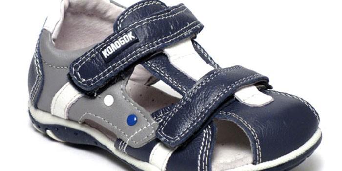 1243fac5a6d70 Detská obuv Kolobok sa pre mnohých stáva optimálnym riešením, pretože má  relatívne nízku cenu a dobrú kvalitu.